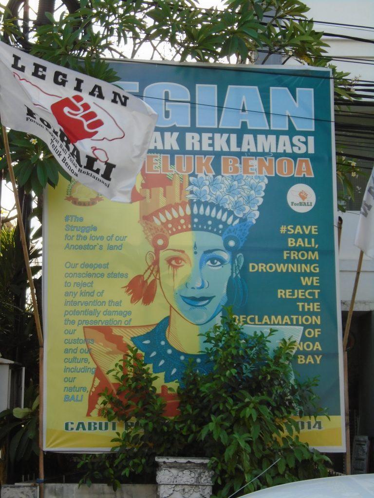 """Affiche du mouvement """"Bali Tolak Reklamasi Teluk Benoa"""", """"Non à la poldérisation de la baie de Benoa à Bali"""". (Copyright : Aude Vidal)"""
