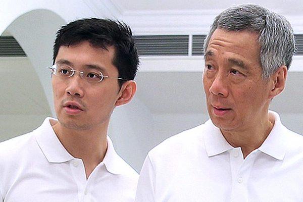 Le Premier ministre singapourien Lee Hsien Loong et son fils Li Hongyi le 23 mars 2015. (Crédits : ST / Singapore Press Holdings / via AFP)