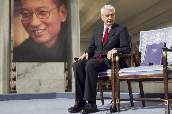 Le 10 décembre 2010, alors qu'il reçoit le prix Nobel de la paix, la chaise de Liu Xiaobo est vide à Oslo.