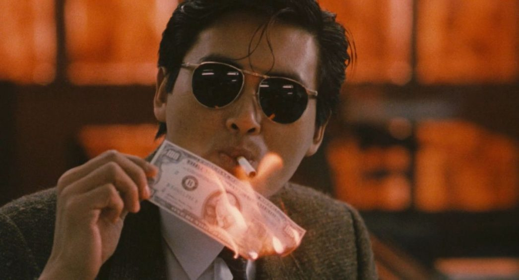 """Extrait du """"Syndicat du Crime 2"""" (""""A Better Tomorrow II""""), un film produit par Tsui Hark et réalisé par John Woo sur un scénario de Tsui Hark et John Woo avec dans les rôles titres Chow Yun Fat et Leslie Cheung."""