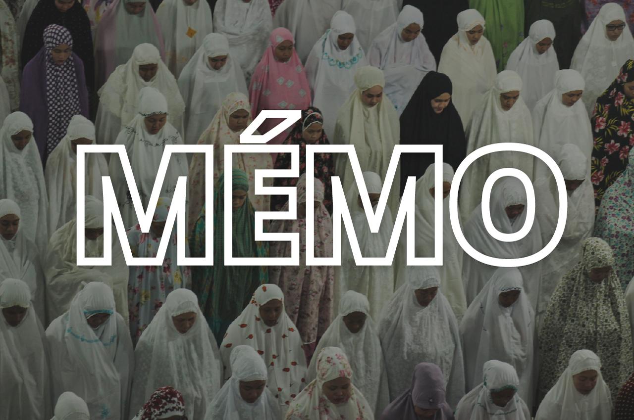 Des musulmanes prient à Aceh la veille du Ramadan, en 2017. (Crédit : Fachrul Reza / NurPhoto, via AFP)