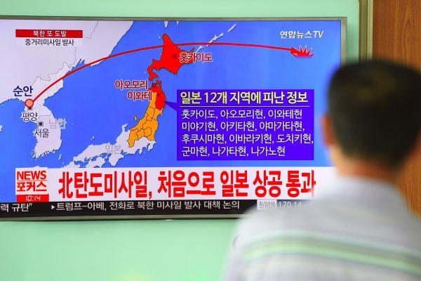 C'est la cinquième fois qu'un missile nord-coréen survole le territoire japonais. (Crédits : AFP PHOTO / JUNG Yeon-Je)
