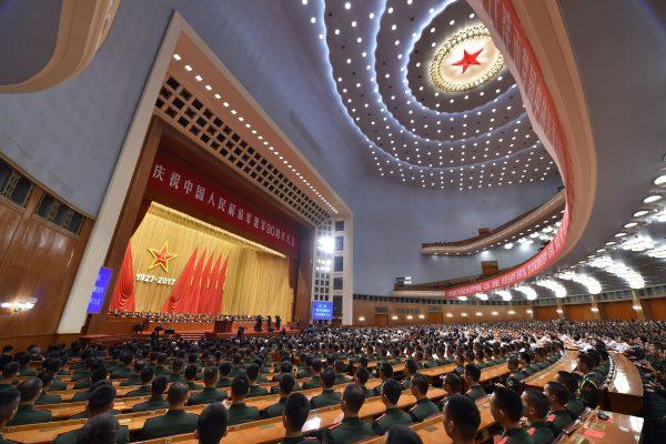 Les soldats de l'Armée Populaire de Libération rassemblés pour les 90 ans de l'APL le 1er août 2017 sous le grand dôme de l'Assemblée Nationale Populaire.