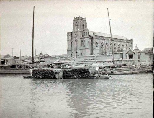 La cathédrale Notre-Dame des Victoires, première église catholique construite à Tianjin en 1869. Elle fut détruite deux fois : d'abord en 1870, puis pendant la révolte des Boxeurs en 1900. (Crédits : DR)