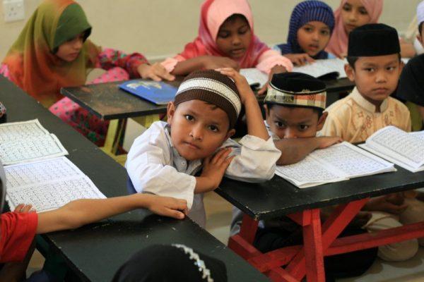 Des jeunes Rohingyas à l'école Human Aid. (Copyright : Marine Vial)