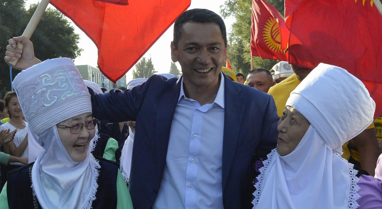 Le candidat de l'opposition à l'election présidentielle khirgize du 15 octobre 2017, Omurbek Babanov, en campagne dans la ville de Tokmok, à 60 km de la capitale Bishkek, le 22 septembre 2017. (Credits : AFP PHOTO / Vyacheslav OSELEDKO)