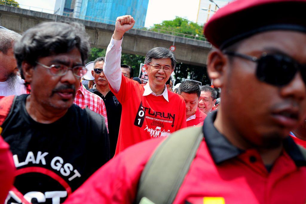 Tian Chua, vice-président du People's Justice Party (PKR) manifeste durant la fête du travail à Kuala Lumpur,le 1er mai 2014. (Credit : Joshua Paul/NurPhoto/via AFP)