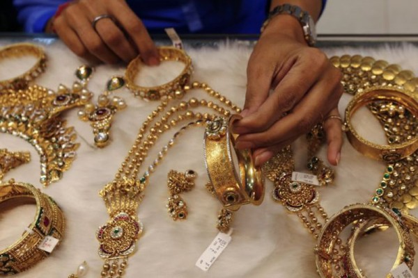 Bijoux en or dans une boutique en Inde.
