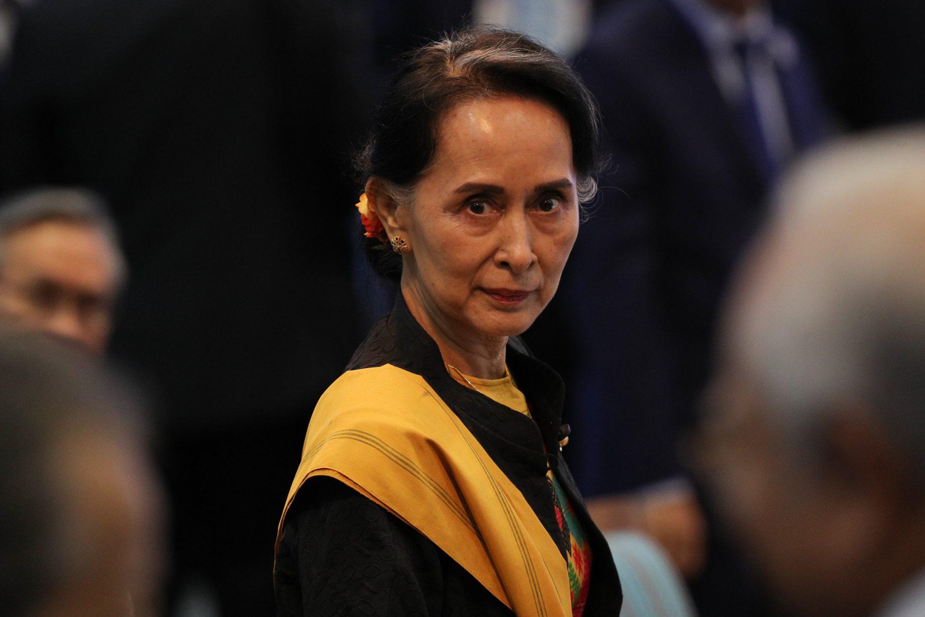 La Conseillère d'État et ministre birmane des Affaires étrangères Aung San Suu Kyi lors la session d'ouverture du 31ème sommet de l'ASEAN à Manille, le 13 novembre 2017. (Crédits : AFP PHOTO / ATHIT PERAWONGMETHA)
