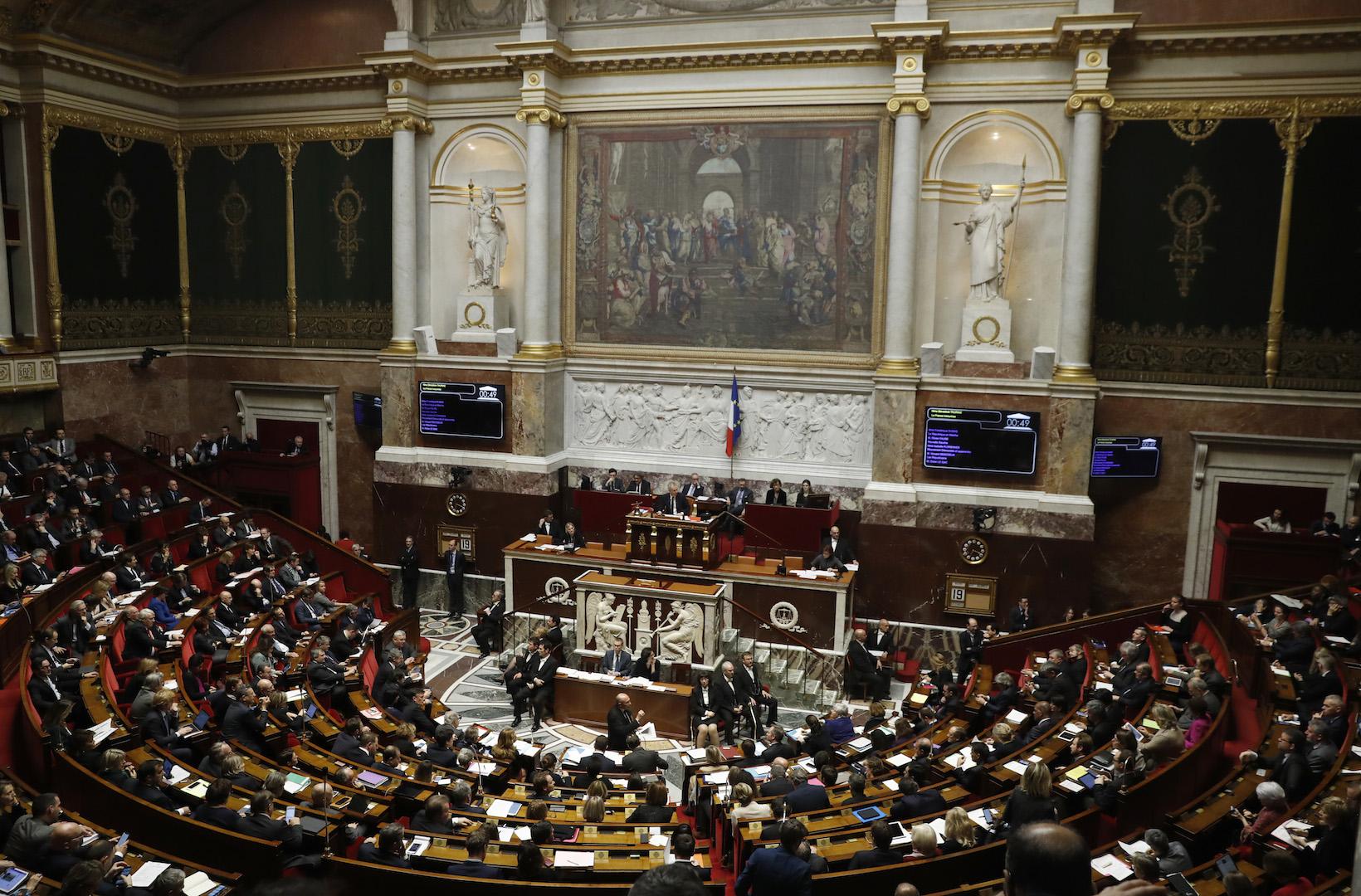 L'Assemblée nationale le jour des questions au gouvernement, le 19 décembre 2017 à Paris. (Crédits : AFP PHOTO / Patrick KOVARIK)