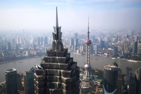 La Jin Mao Tower et le quartier de la finance dans le district de Pudong à Shanghai, le 14 novembre 2017. (Crédits : Iliya Pitalev/Sputnik/via AFP)
