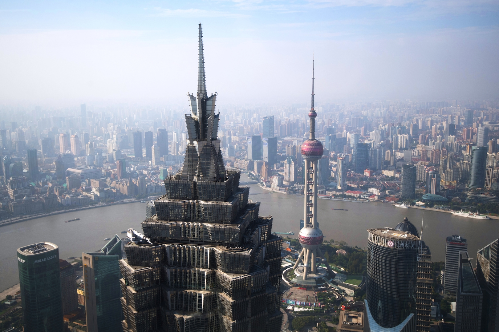La Jin Mao Tower et le quartier de la finance dans le district de Pudong à Shanghai, le 14 novembre 2017. (Crédits : Iliya Pitalev/Sputnik/via AFP)