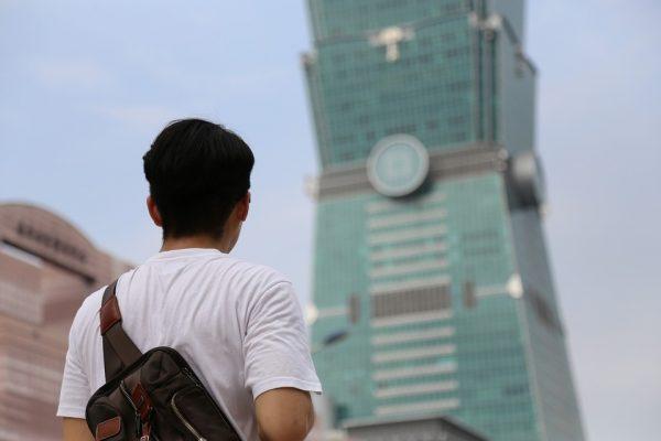 Il est assez facile de trouver un emploi à Taïwan mais souvent il ne correspond pas au diplôme obtenu et le salaire reste bas. Les jeunes Taïwanais se tournent alors vers la Chine continentale, qui leur offre de meilleures opportunités. (Crédit : DR)