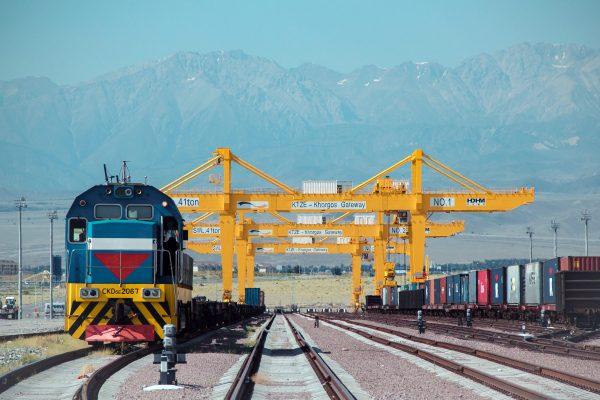 """A la Porte Orientale de Khorgos au Kazakhstan, sur la """"Nouvelle Route de la Soie"""", un port sec de conteneurs a vu le jour tout près de la frontière chinoise. (Source : Canadian Shipper)"""