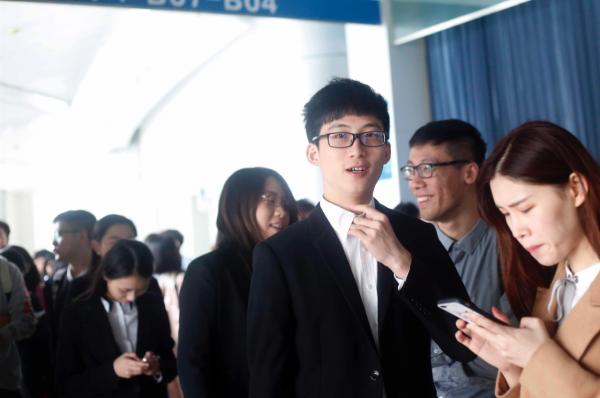 """Riche ? Mondialisée ? Hyperconnectée ? Comment définir """"la"""" jeunesse chinoise ? (Source : Courrier International)"""