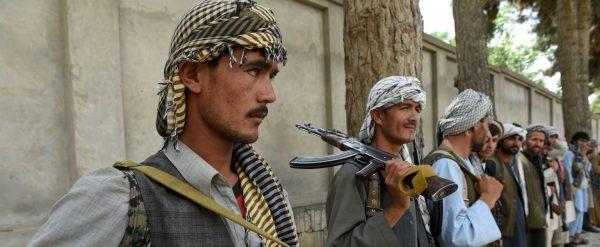 Des miliciens afghans anti-Taliban, formés pour appuyer les forces gouvernementales de Kaboul, le 23 mai 2015 à Kunduz en Aghanistan. (Source : Foreign Policy)