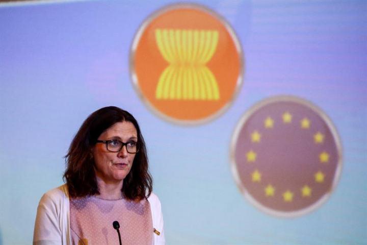 Cecilia Malmström, commissaire européenne chargée du commerce, lors de son discours au Sommet ASEAN-UE à Singapour, le 2 mars 2018. (Source : News4europe)