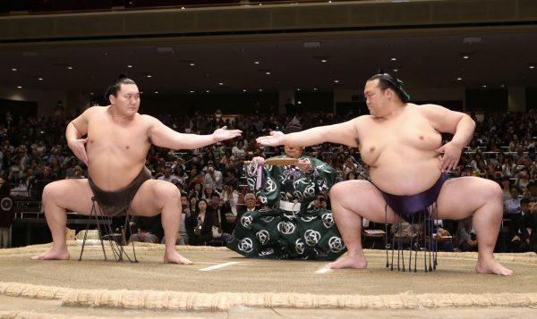 Depuis 2017, les salles de sumo se remplissent à nouveau mais le sport traditionnel emblématique du Japon n'est pas encore à l'abri des scandales. (Source : Japan Times)