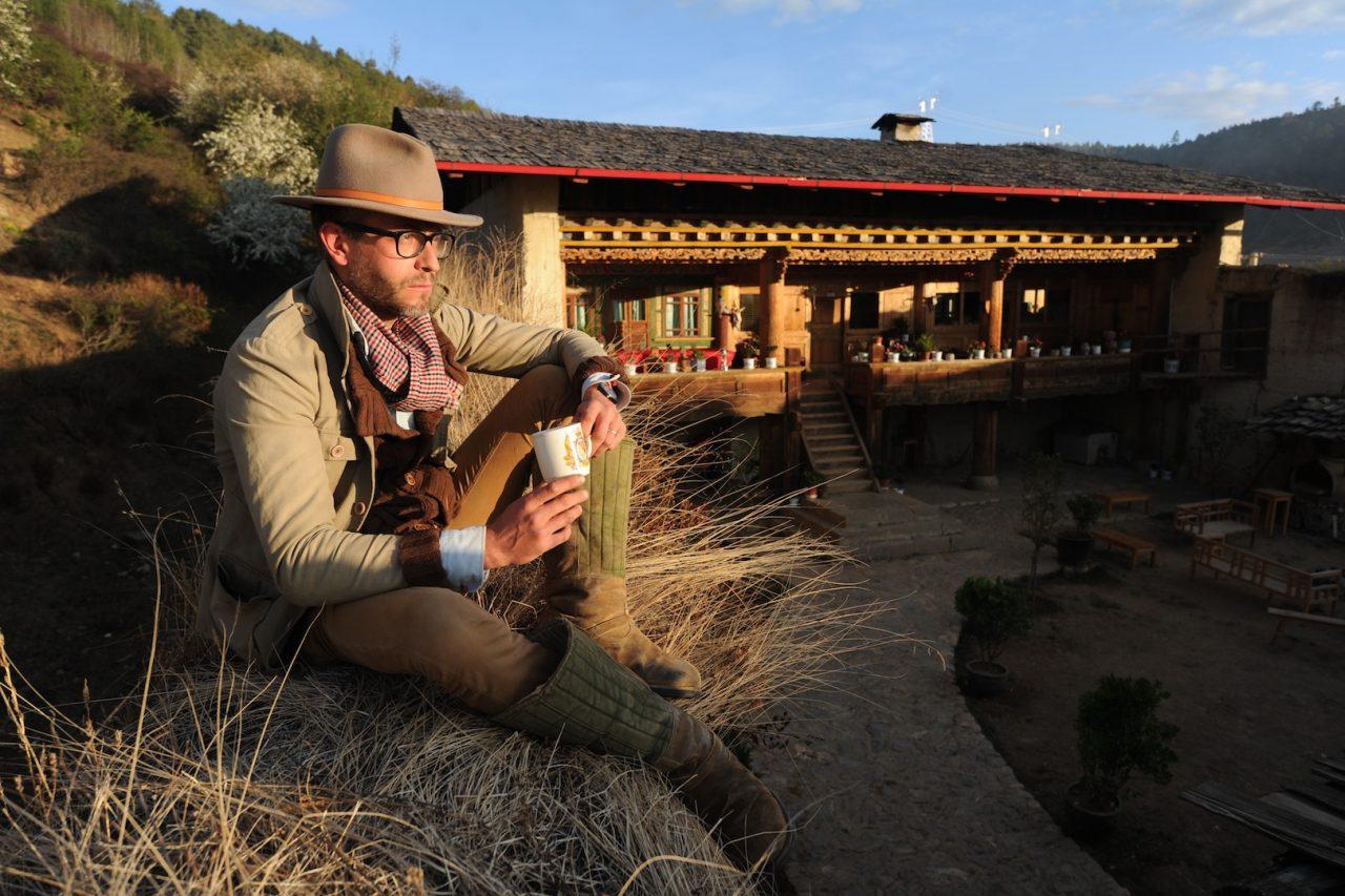 Constantin de Slizewicz, devant sa ferme près de Shangri-La, sur le plateau tibétain du Yunnan. (Copyright : Thomas Goisque)