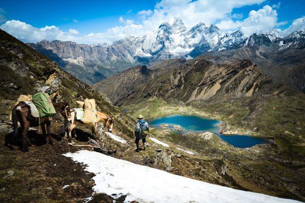La caravane Liotard de Constatin de Slizewicz emmène ses clients jusqu'au lac d'Aboudje à 4 400 mètres d'altitude sur le plateau tibétain du Yunnan, près de Shangri-La. (Copyright : Thomas Goisque)