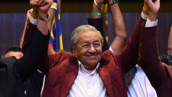 Mahathir Mohamad célèbre la victoire de l'opposition en Malaisie le 9 mai 2018 contre le Barisan National du Premier ministre sortant Najib Razak. (Source : South China Morning Post)