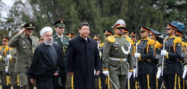 Le président iranien Hassan Rohani cherche l'appui économique de la Chine de Xi Jinping après le retrait américain de l'accord de Vienne sur le nucléaire. (Source : Boston Herald)