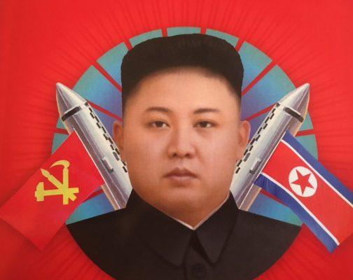 """Détail de la couverture du livre """"La Piste Kim, voyage au coeur de la Corée du Nord"""" de Sébastien Falletti aux éditions des Équateurs. (Crédits : DR)"""