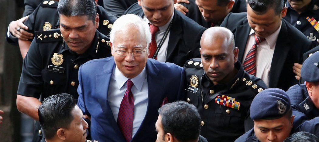 Accusé de corruption et d'abus de confiance, l'ancien Premier ministre malaisien Najib Razak à son arrivée au tribunal de Kuala Lumpur le 4 juillet 2018. (Source : New York Times)