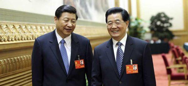 Le président chinois Xi Jinping et son prédécesseur Hu Jintao. (Source : Wbur)