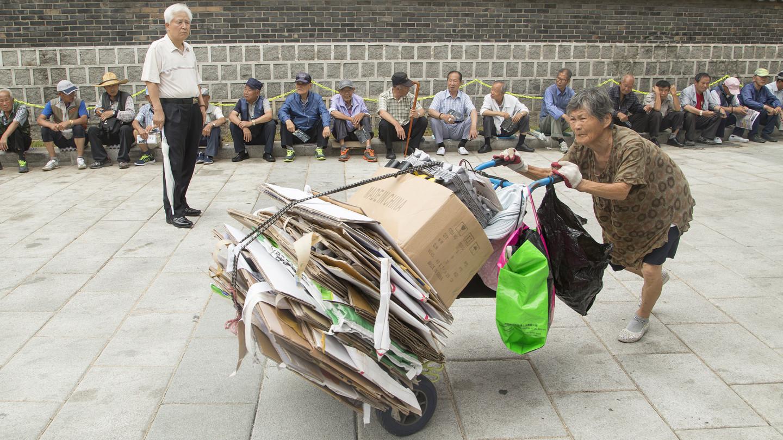 46 % des seniors vivraient sous le seuil de pauvreté en Corée du Sud. (Source : Financial Times)