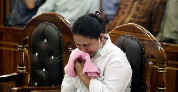 En Indonésie, Meiliana, une Chinoise bouddhiste, a été condamné à 18 mois de prison pour s'être plaint du bruit causé par les hauts-parleurs d'une mosquée. (Source : Washington Post)