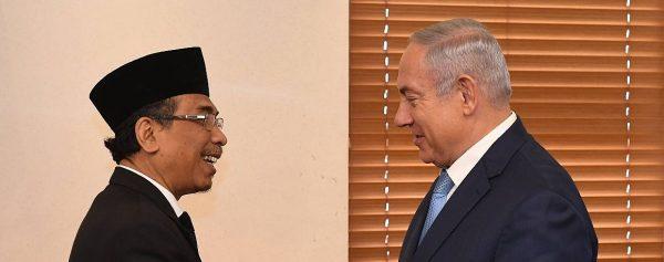 Yahya Cholil Staquf, secrétaire général de la Nahdlatul Ulama (NU), la plus grande organisation musulmane indonésienne, et le Premier ministre israélien Benyamin Netanyahou, le 14 juin 2018 à Jerusalem. (Source : Times of Israel)