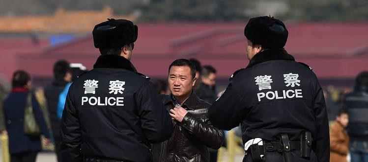 """Les têtes tombent dans l'administration de la Sécurité publique en Chine, mais le """"système"""" de Jiang Zemin et Zhou Yongkang n'est pas encore éliminé par Xi Jinping. (Source : Wall Street Journal)"""