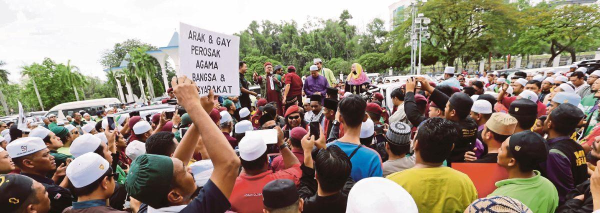 """Manifestation contre l'organisation d'un """"festival LGBT alcoolisé"""" à Shah Alam en Malsaisie, le 22 septembre 2017. (Source : New Straits Times)"""