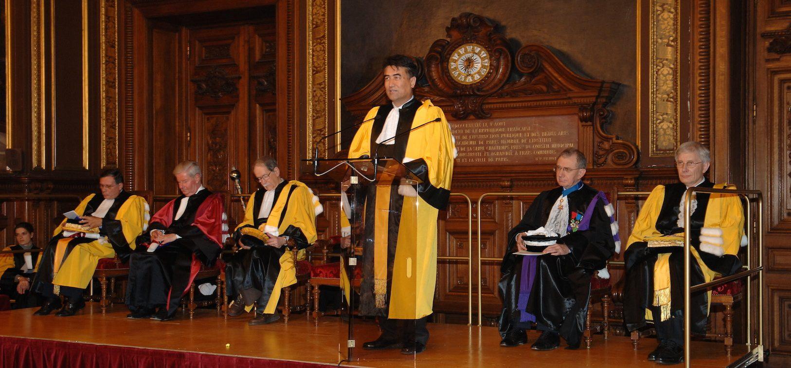 Tashpolat Tiyip à Paris, durant la cérémonie de remise de son titre de docteur honoris causa à la Sorbonne en novembre 2008. (Crédit : DR)