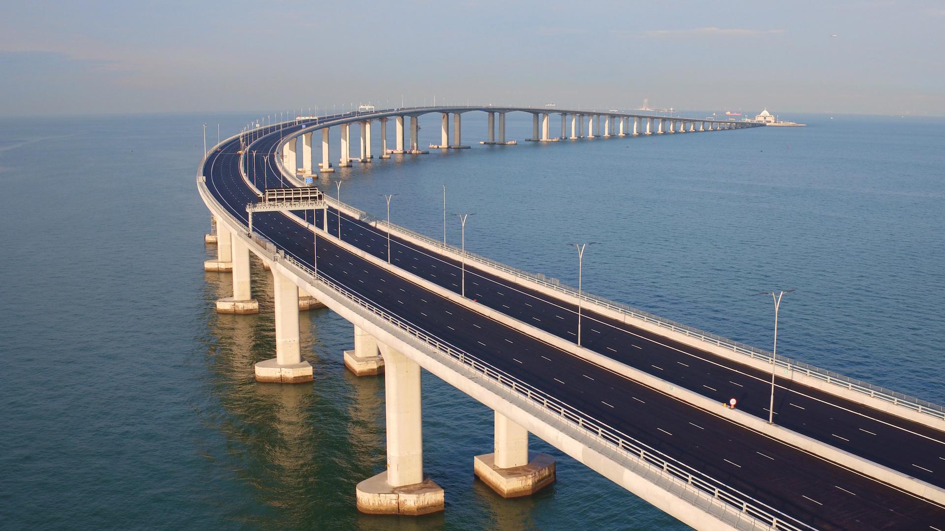 Le pont le plus long du monde reliant Hong et à la ville continentale de Zhuhai dans le Guangdong a été inauguré le 24 octobre 2018. (Source : Travel Weekly)