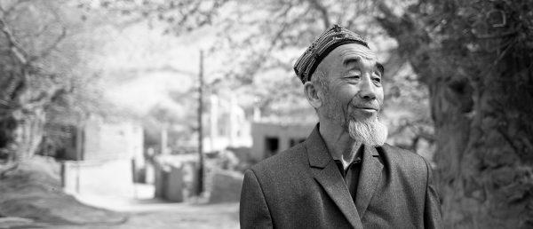 Vieil homme ouïghour dans un village, près de Turpan. (Copyright : Maxime Crozet)