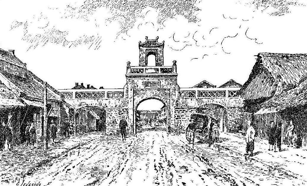 """Porte de la rue Dupuis, à Hanoï (d'après une photographie d'Albert Seigneurie, auteur du """"Tour du monde d'un épicier). (Crédits : Tohu Bohu)"""