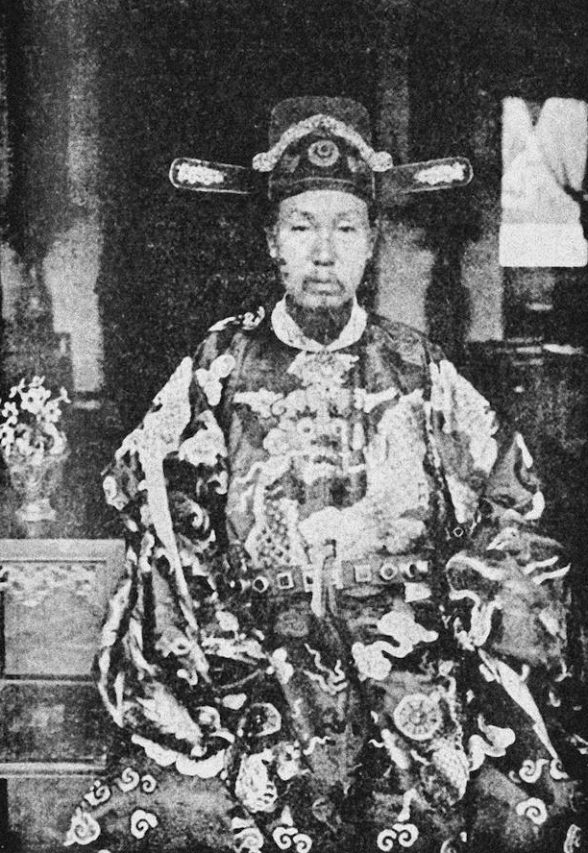 """Nguyen-Trong-Hiep, vice-roi du Tonkin (d'après une photographie d'Albert Seigneurie, auteur du """"Tour du monde d'un épicier""""). (Crédit : Tohu Bohu)"""