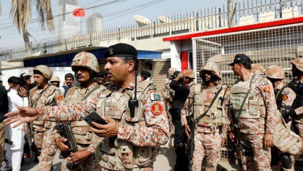 L'attaque du consulat chinois à Karachi, revendiquée par un mouvement séparatiste baloutche, a fait 5 morts, dont 2 policiers et 3 assaillants, le 23 novembre 2018. (RFI)