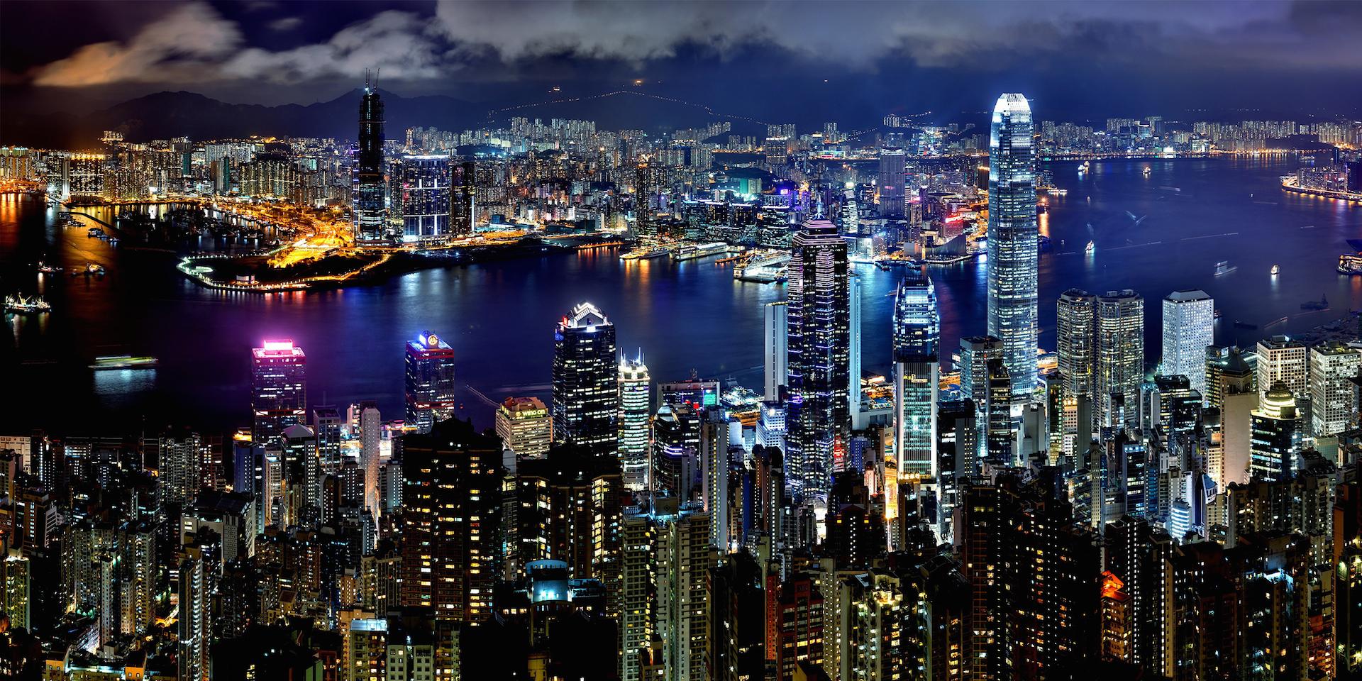 Skyline de Hong Kong. Hormis des épisodes historiques uniques, la très grande majorité des pays asiatiques ont échappé à la malédiction du choc économique brutal (Source : Yampu.com)
