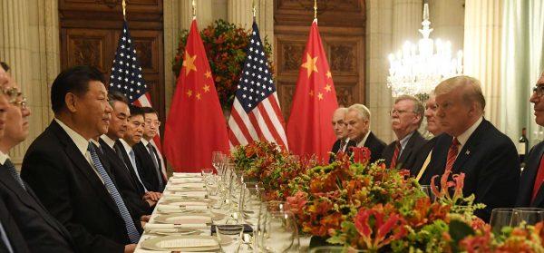 Le président chinois Xi Jinping et son homologue américain Donald Trump ont conclu une trêve dans leur guerre commerciale lors du dîner de Buenos Aires, le 1er décembre 2018, en marge de du sommet du G20. (Source : CGTN)