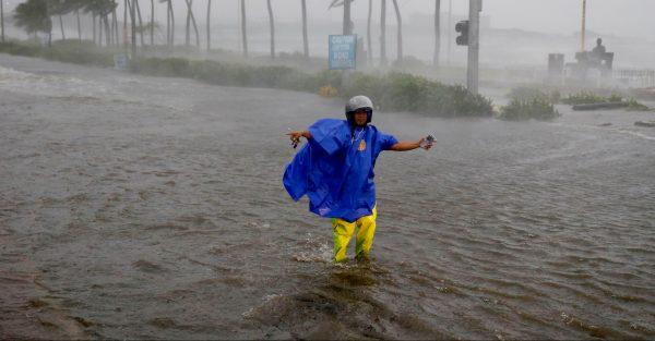 Rue inondée à Manille le 14 septembre 2018, à cause du typhon Mangkhut. (Source : New York Times)