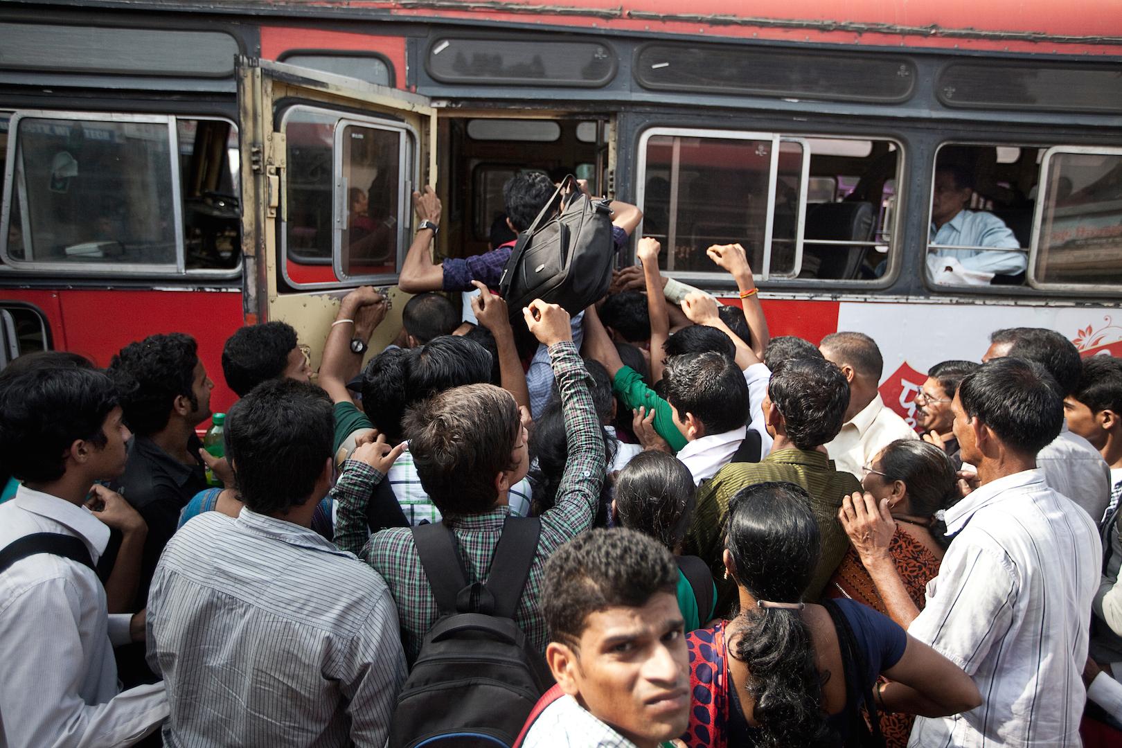 De 2014 à 2016, le photographe Ishan Tankha a documenté la piste du rail indien en s'embarquant sur la ligne ferroviaire qui relie Mumbai aux régions côtières du Konkan. (Copyright : Ishan Tankha/Forum Vies Mobiles)