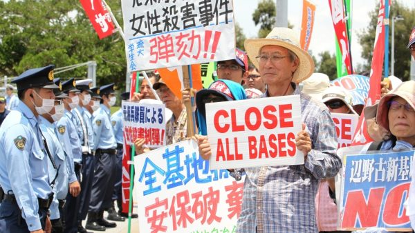 Manifestation contre la présence des bases américaines à Okinawa, le 15 janvier 2018. (Source : World Beyond War)