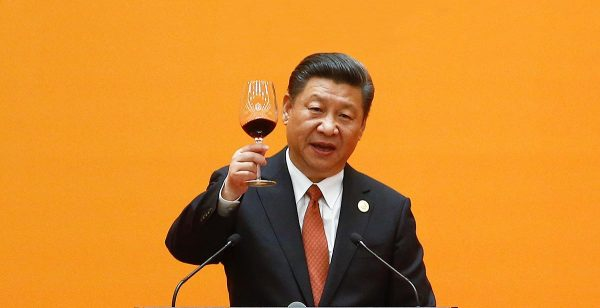 Le président chinois Xi Jinping porte un toast lors du banquet de bienvenue dans le Grand Hall du Peuple à Pékin pour le premier jour du Forum de la Belt and Road Initiative (BRI), le 14 mai 2017. (Source : The Asean Post)