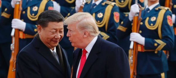 Le président américain Donald Trump reçu à Pékin par son homologue chinois Xi Jinping, le 8 novembre 2017. (Source : ABC)