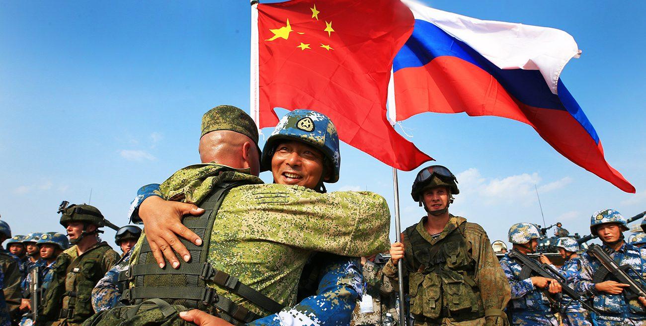 Soldats russes et chinois lors des exercices navals conjoints à Zhanjiang, dans la province méridionale chinoise du Guangdong le 14 septembre 2016. (Source : Russia Beyond)