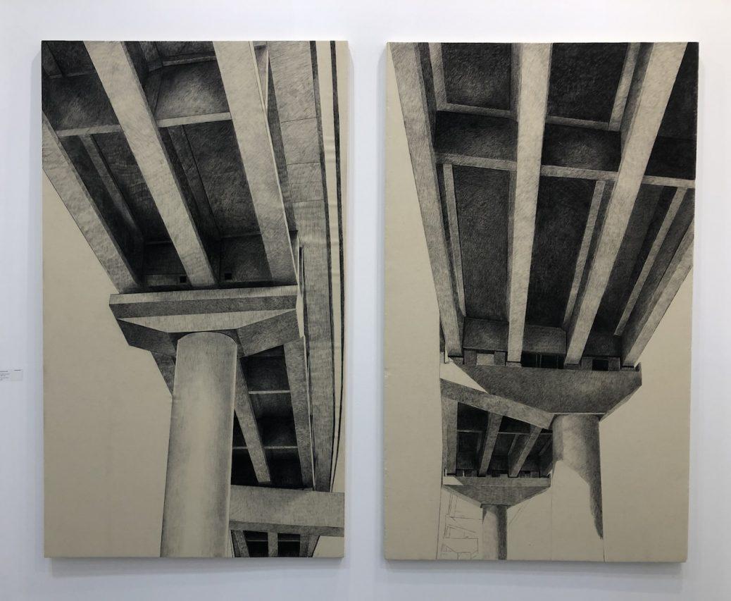 """""""Okhla phase III The way for amnesia"""" par Julien Segard – Fusain sur toile de lin 2 fois 210 x 123 cm 2019. Présenté à l'India Art Fair à New Delhi du 30 janvier au 2 février 2019. (Crédit : Michel Testard)"""