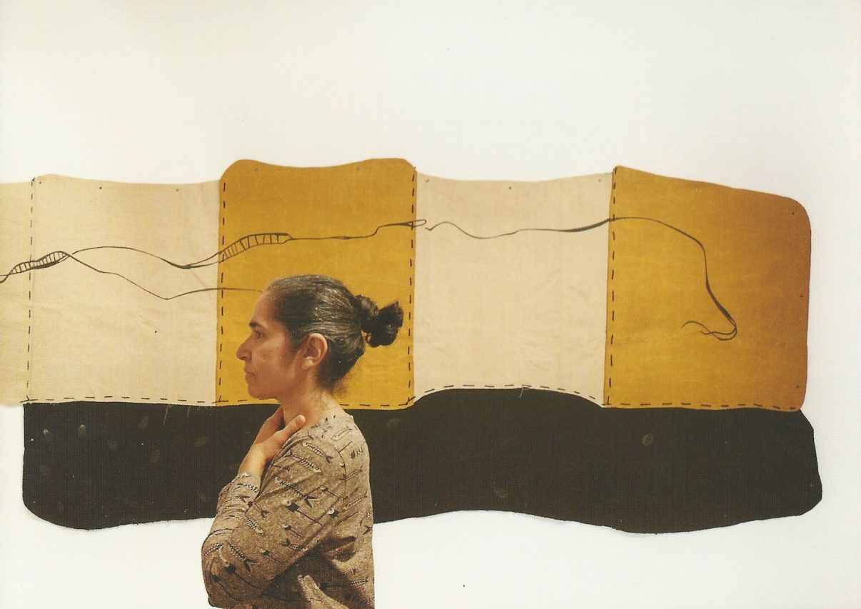 Sheila Makhijani lors d'une exposition en solo à la Talwar Gallery à New Delhi en 2013. Crédit : Michel Testard)